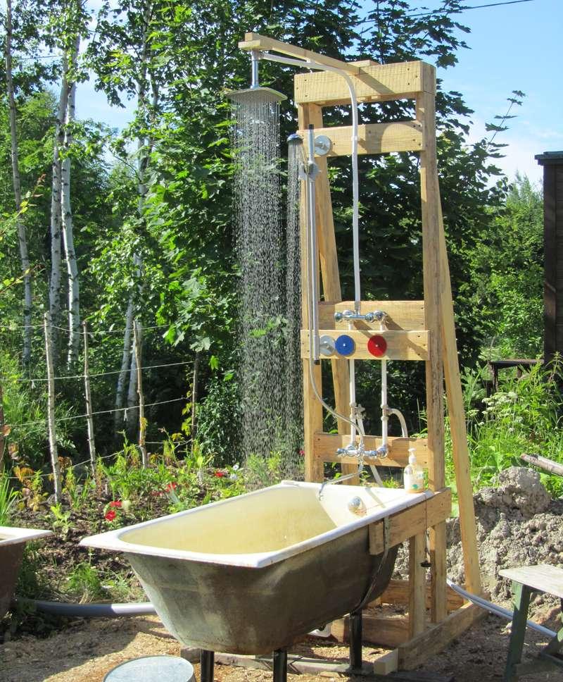 Ванна с верхним душем, гибким душем.
