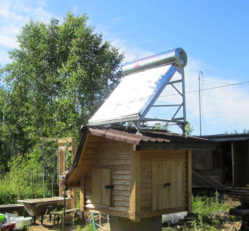 Солнечный водонагреватель с защитным экраном. Ванна с душем. Общий вид.
