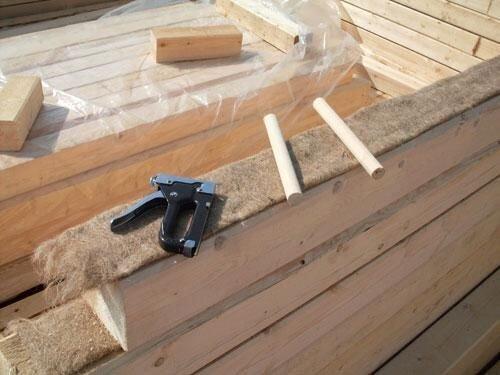 Как и чем уплотнять пазы, швы и стыки сруба дома из бруса и бревна? - фото pic_543bbef5ec2a512_1920x9000_1.jpg