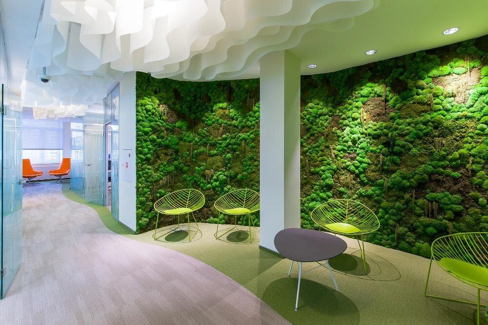 декоративный мох на стене