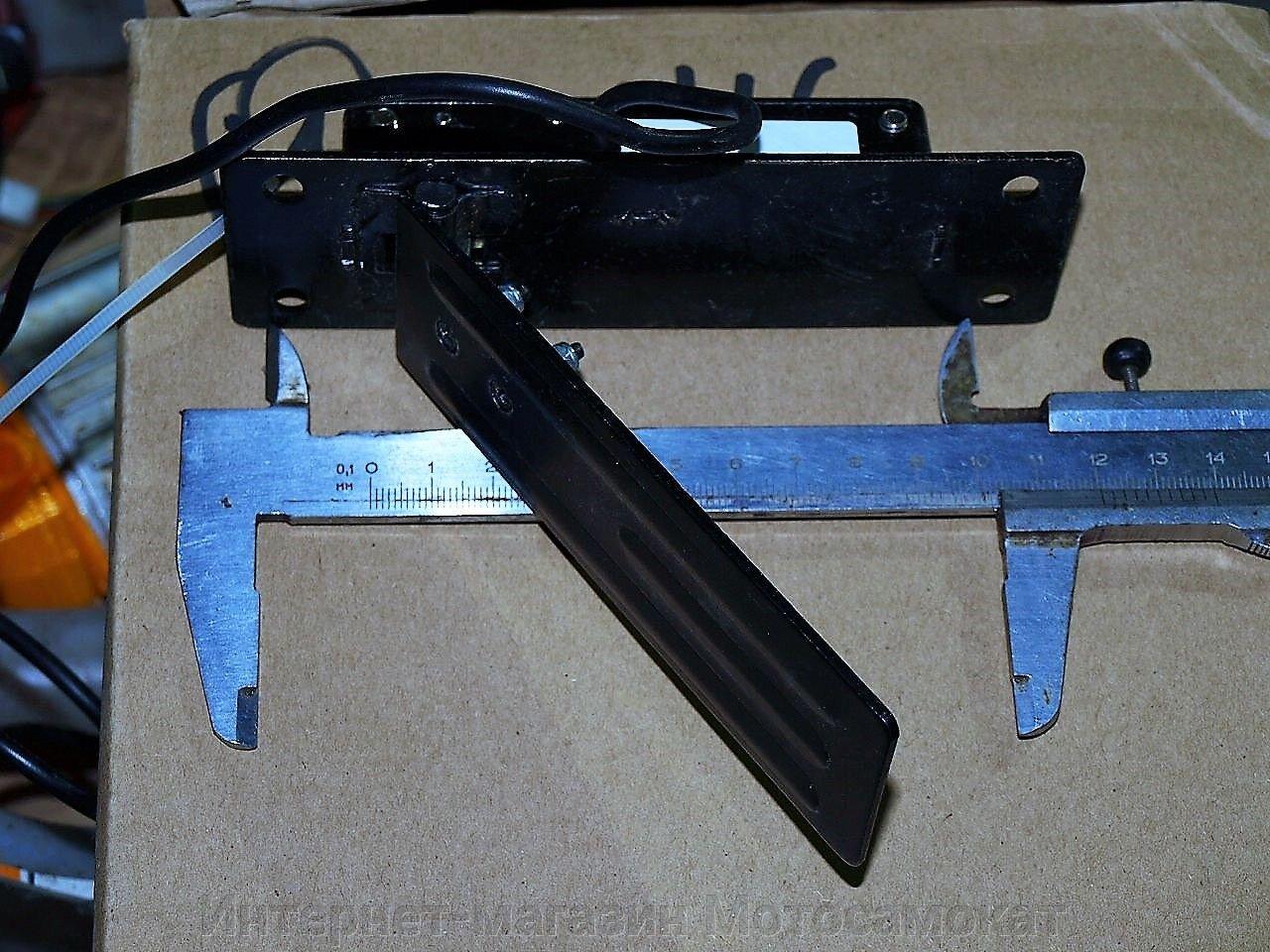 Напольная педаль управления мощностью для электромобиля.