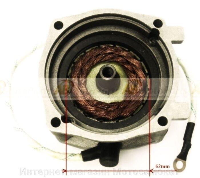 машина постоянного тока, работает при запуске двигателя как электродвигатель с питанием током от аккумулятора, т. е. выполняет функции электрического стартера; после запуска двигателя работает в режиме генератора и вырабатывает ток для питания потребителей и подзарядки аккумулятора.