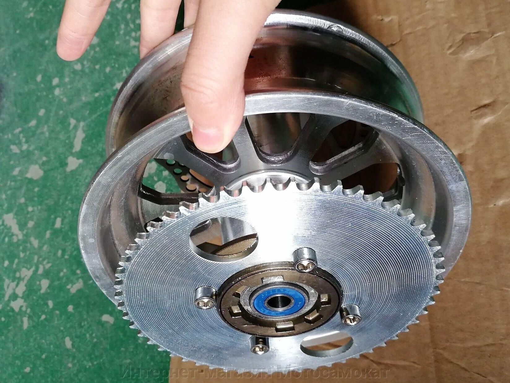 Заднее колесо мото- электро- самоката с усиленной обгонной муфтой.