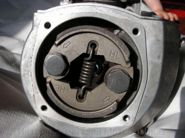 Колодки сцепления (двухкулачковое) для мотосамоката или веломотора.