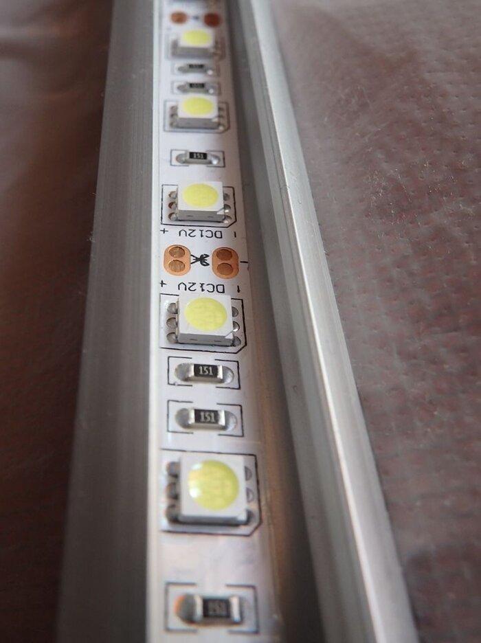 Светодиодная лента для витрин в профиле