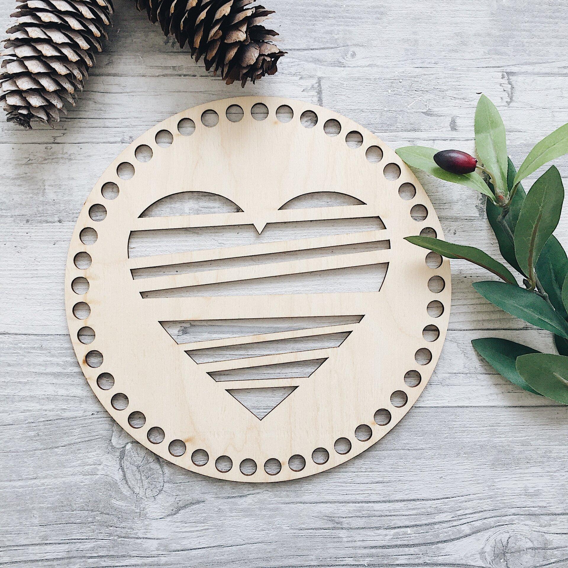 Деревянная резная крышка для корзинки, круг с сердцем 20см - фото pic_ee866e2cb06dc56_1920x9000_1.jpg