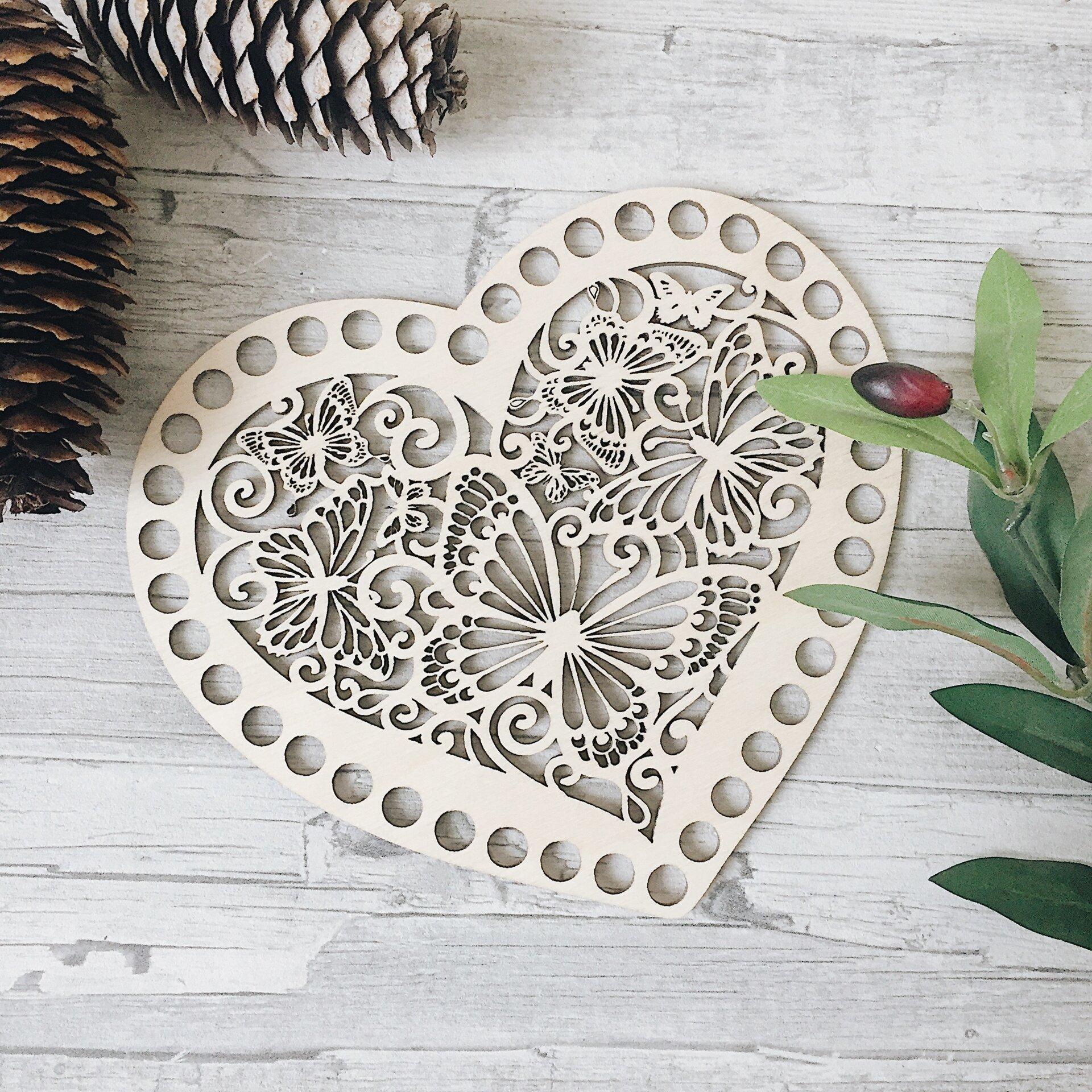 Деревянная резная крышка для корзинки,  сердце с бабочками 18х16см - фото pic_f9c4f5e0e551640_1920x9000_1.jpg