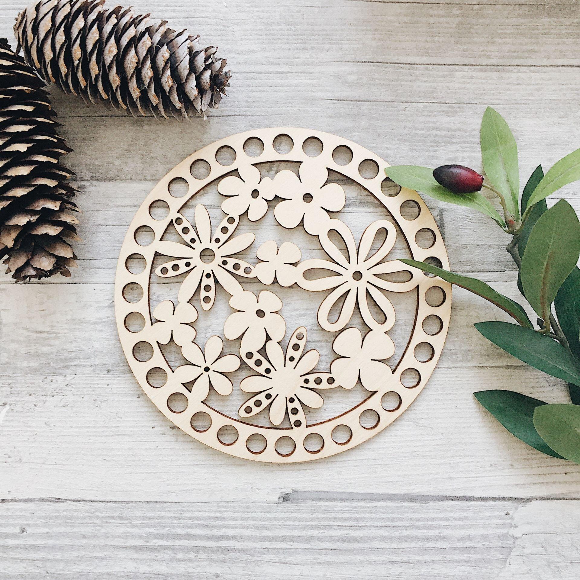 Деревянная резная крышка для корзинки, круг с цветочками 15см - фото pic_41de812319ff34a_1920x9000_1.jpg