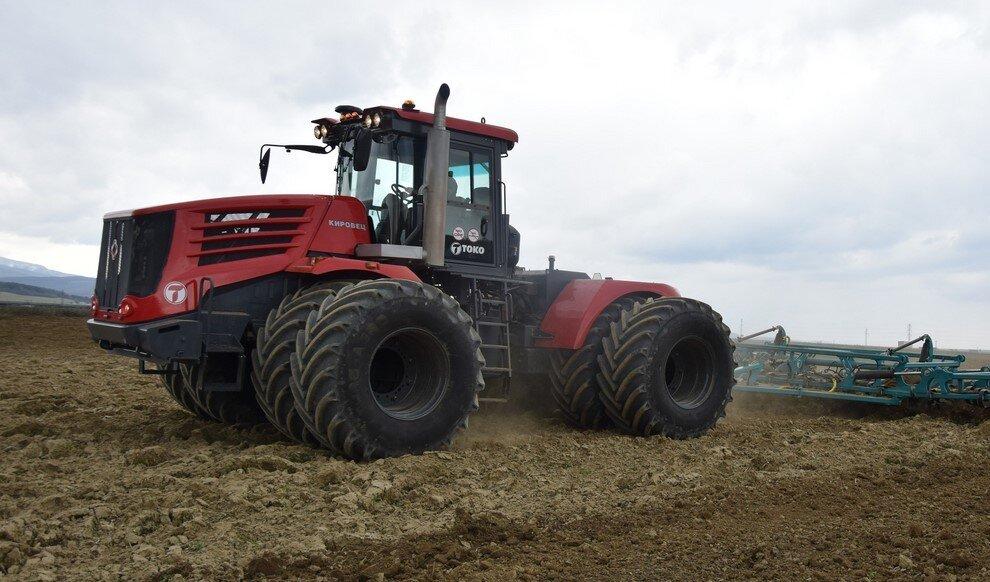 Трактор в Крыму КИРОВЕЦ К-742 «СТАНДАРТ» (К-744Р4)