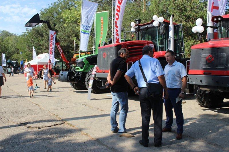 Подведение итогов уборочной кампании зерновых культур 2018 года в Крыму - фото pic_bf734684f347d0d_1920x9000_1.jpg