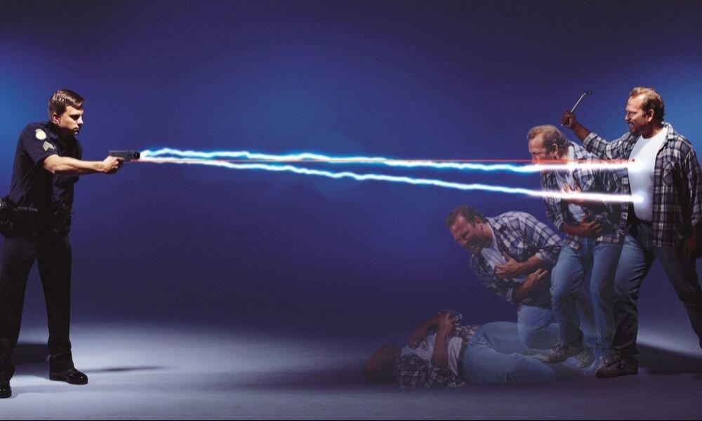Пистолет электрошокер TASER - элитное оружие в черном кейсе - фото pic_413d49fd5fb6e8d_1920x9000_1.jpg
