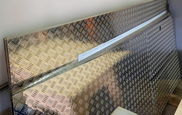 Обшивка цельнометаллического фургона для MB Sprinter Classic - фото Поля для кузова - металл