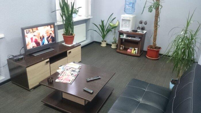 Наши адреса - фото Комната для клиентов