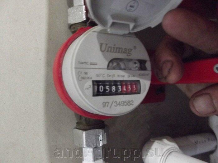 Счетчик воды отмеряет количество расходуемой горячей воды