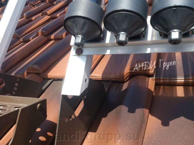 Солнечный коллектор на черепичной крыше; - фото Установка солнечного коллектора на черепичную крышу
