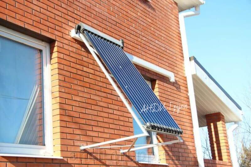 Гелиосистема для ГВС - фото Солнечный коллектор установлен на стене дома