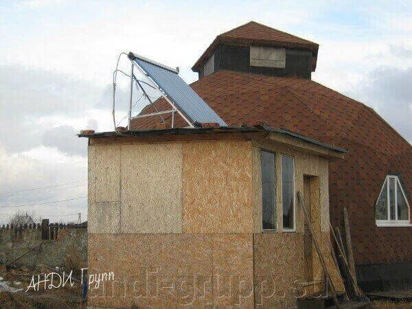Монтаж солнечной сплит-системы для горячего водоснабжения - фото Солнечный коллектор на крыше веранды.