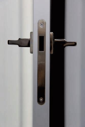 Межкомнатная дверь с торцевым молдингом