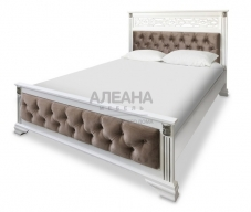 Кровать из массива с мягким изголовьем Шарлотта