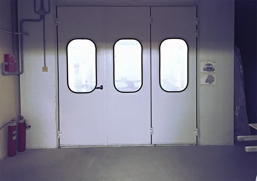 Дверь покрасочной камеры должна быть герметичной