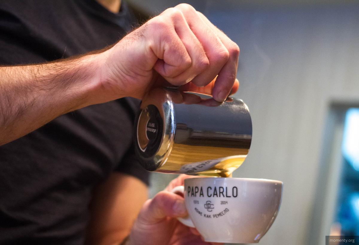 «50 рублей за кофе — это путь в никуда». Как главный напиток утра стал признаком стабильности горожан - фото 345983_Kofeynie_mesta_goroda_Ekaterinburg_kapuchino_papa_carlo_1200x0_4905.3344.0.0.jpg