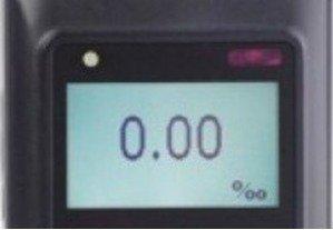 "Дисплей алкотестера ""Динго Е-200"" имеет подсветку"
