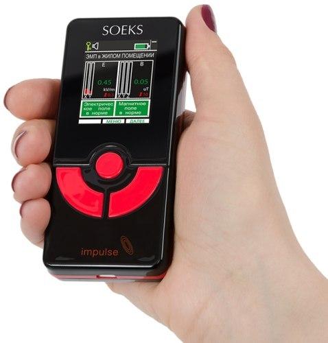 По форм-фактору индикатор Импульс напоминает мобильный телефон
