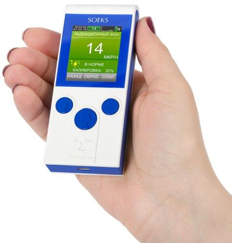 """Дозиметр """"СОЭКС 01М"""" Прайм отличается компактностью, его габариты и форм-фактор позволяют носить аппарат в кармане без какого-либо дискомфорта (нажмите для увеличения)"""